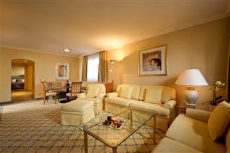Wohnbereich im Hotelzimmer