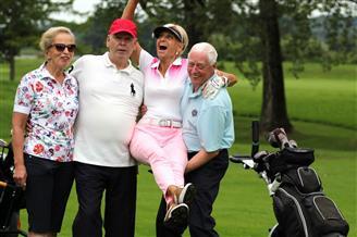 Fröhliche Golfspieler
