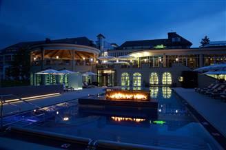 Infinity Pool nachts