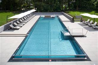 Infinity Pool mit Liegen
